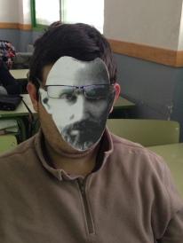 Pierre con gafas